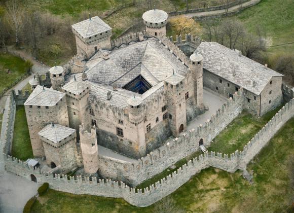 Il Castello di Fénis, gioiello medioevale della Valle d'Aosta