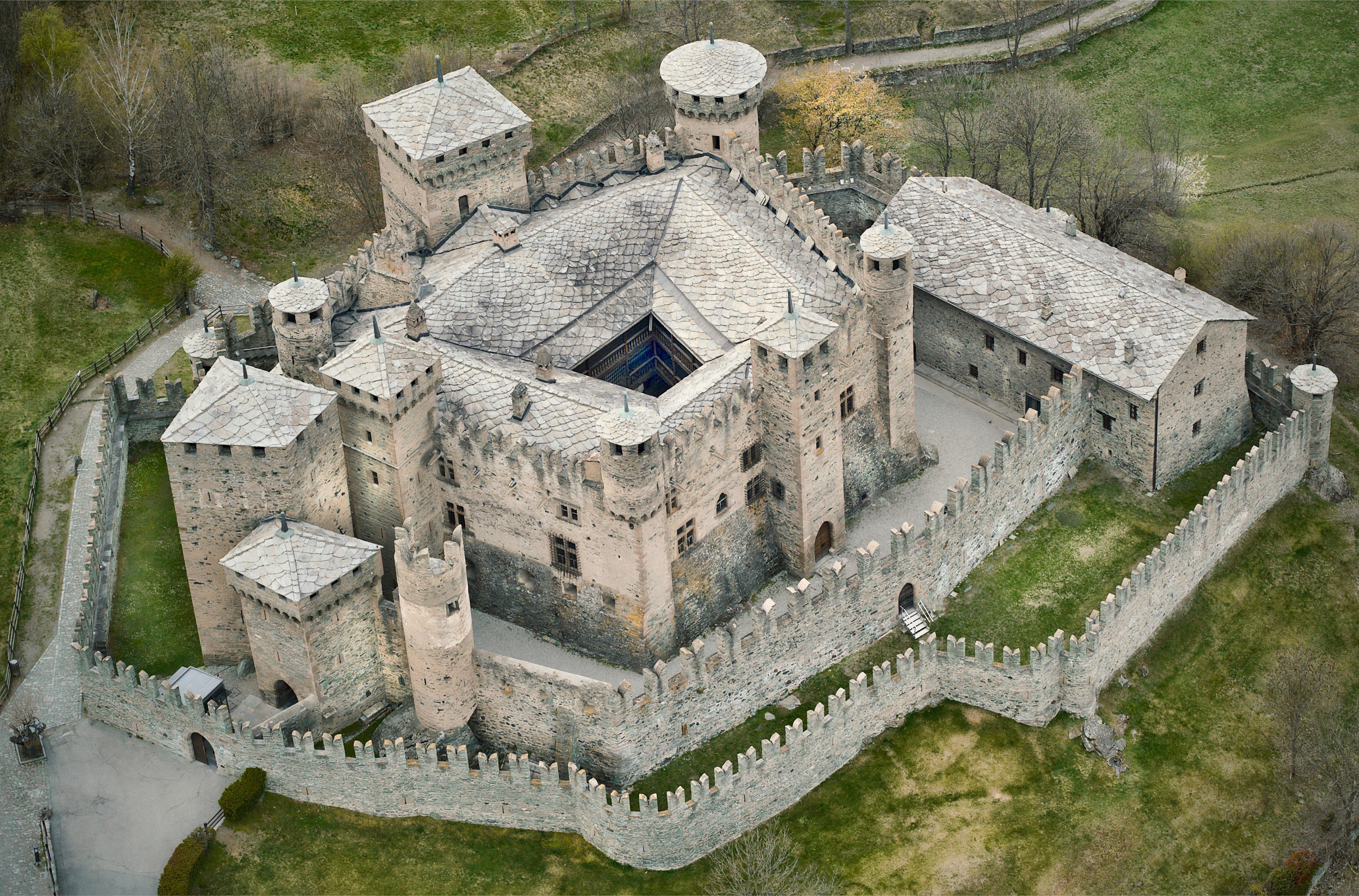 Castello di Fénis struttura
