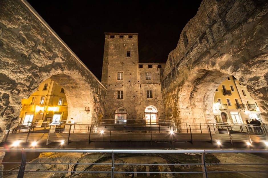 Porta Praetoria Aosta notte