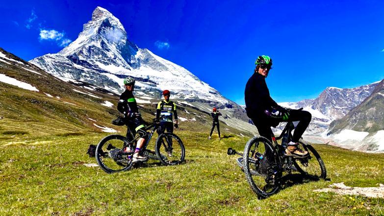 ciclisti e cervino svizzero1