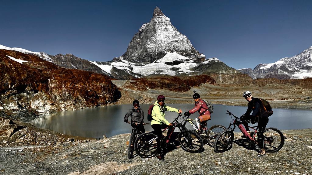 ciclisti e cervino svizzero2